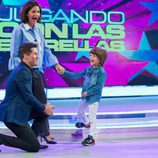 Samantha Vallejo-Nágera de la mano de su hijo en 'Jugando con las estrellas'