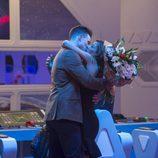 Ivonne Reyes recibe un ramo de flores de Sergio Ayala en la gala 11 de 'GH VIP 5'