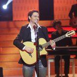 Fran Valenzuela es Alejandro Sanz en la primera gala de 'Tu cara no me suena todavía'