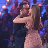 Àngel Llàcer y Mónica Naranjo se besan en la primera gala de 'Tu cara no me suena todavía'