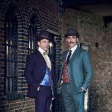 Los protagonistas de 'Houdini y Doyle'