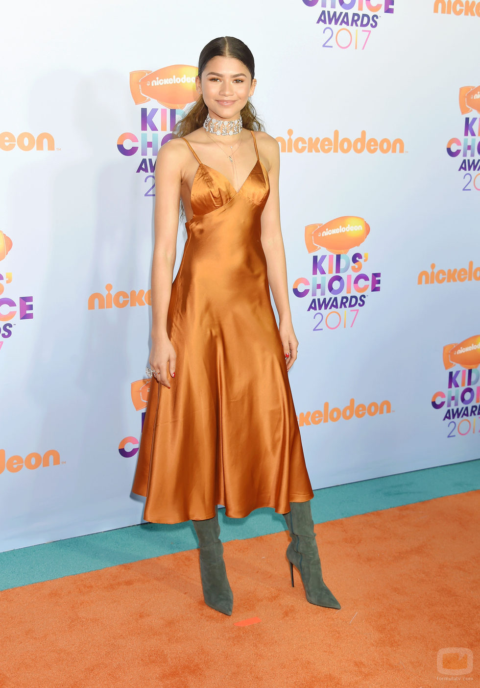 Zendaya en la alformbra roja de los Nickelodeon's 2017 Kids' Choice Awards