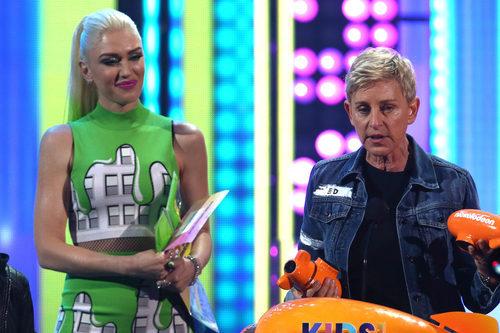Ellen DeGeneres recoge un premio en los Nickelodeon's 2017 Kids' Choice Awards