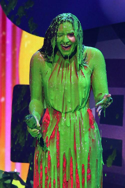 Demi Lovato manchada con el moco de los Nickelodeon's 2017 Kids' Choice Awards