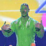 John Cena manchado con el moco verde en los Nickelodeon's 2017 Kids' Choice Awards