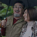 Maritxu (Ane Gabarain) y Benito (Mariano Peña ) en el primer capítulo de la tercera temporada de 'Allí abajo'
