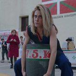 Carmen (María León) en el primer capítulo de la tercera temporada de 'Allí abajo'