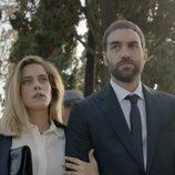 Carmen e Iñaki acuden al entierro de Benito en el primer capítulo de la tercera temporada de 'Allí abajo'