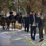 Jozé (Salva Reina) acude al entierro de Benito en el primer capítulo de la tercera temporada de 'Allí abajo'