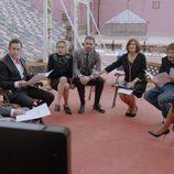 Los vecinos y familiares se reúnen después de la muerte de Benito en el primer capítulo de la tercera temporada de 'Allí abajo'