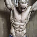 Hrisio Busarov (bailarín de 'Tu cara no me suena todavía') muestra su gran cuerpo en la ducha