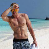Hrisio Busarov (bailarín de 'Tu cara no me suena todavía') desnudo en la playa