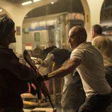 Dominic Purcell se enfrenta a un soldado en la quinta temporada de 'Prison Break'