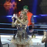 Edurne muestra una carta en la final de la segunda edición de 'Got Talent España'