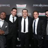 "Austin St. John, Walter Jones, David Yost, Jason David Frank y Saban en la premiere de ""Power Rangers"""