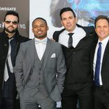 "Austin St. John, Walter Jones, David Yost y Jason David Frank posan en la premiere de ""Power Rangers"""
