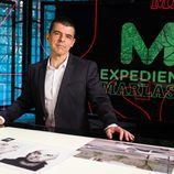 Manuel  Marlasca posa para las fotos promocionales de 'Más vale tarde'