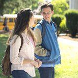 Hannah y Justin mantienen una conversación en 'Por 13 razones'
