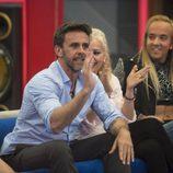 Alonso Caparrós y Aless Gibaja junto a Emma Ozores en la gala 14 de 'GH VIP 5'