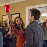 Jessica y Justin se divierten en una fiesta en 'Por 13 razones'