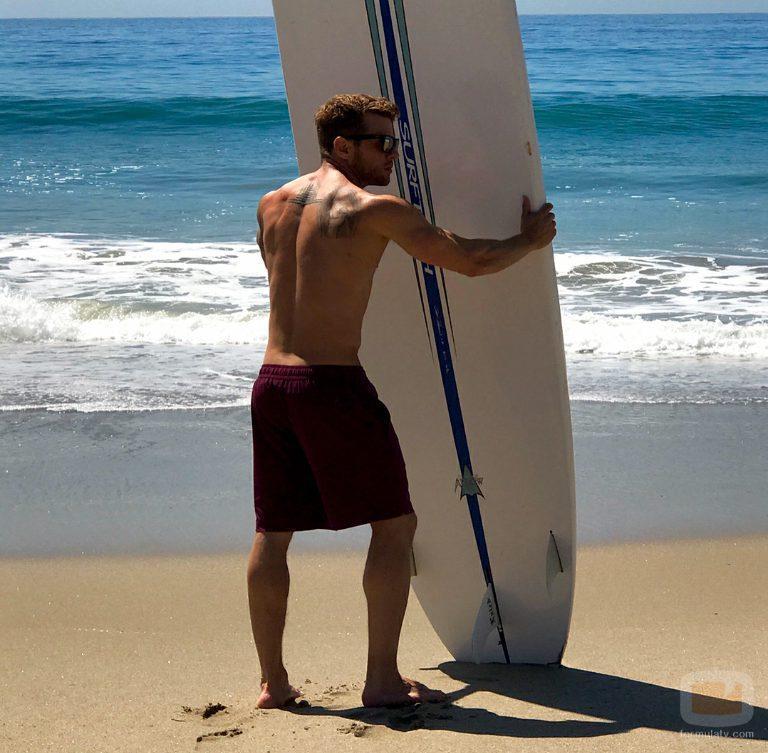 Ryan Philippe aparece desnudo sujetando una tabla de surf en la revista People