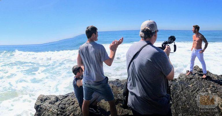 El actor Ryan Philippe posa desnudo en las fotos promocionales de People