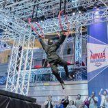 Un concursante de 'Ninja Warrior' demuestra sus habilidades físicas