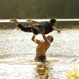 Los actores Colt Prattes y Abigail Breslin en 'Dirty Dancing'