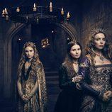 Faye Marsay, Rebecca Benson y Jodie Comer, en la serie 'The White Princess'