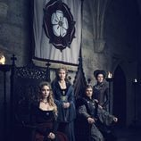 Jodie Comer, Essie Davis, Jacob Collins-Levy y Michelle Fairley, en la serie 'The White Princess'