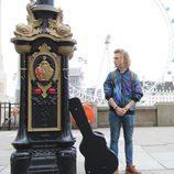 Manel Navarro en su gira eurovisiva por Londres