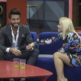 Daniela y Marco se agarran de la mano durante la primera parte de la final de 'GH VIP 5'