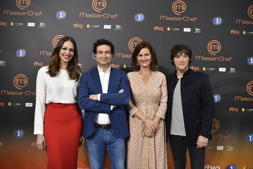 Eva González y el jurado de 'MasterChef' durante la presentación en Barcelona