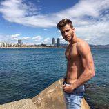 Alejandro Caracuel posa sin camiseta