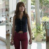 Britt Robertson en el primer episodio de 'Girlboss'