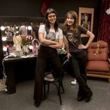Britt Robertson junto a la auténtica Sophia Amoruso de 'Girlboss'