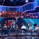 Jordi González junto a los exconcursantes y familiares en la gala final de 'GH VIP 5'