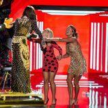 Daniela Blume y Alyson Rae Eckmann saludan a sus excompañeros en la gala final de 'GH VIP 5'