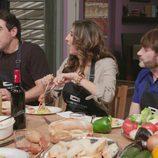 Paz Padilla, Pablo Chiapella y Fernando Tejero ('La que se avecina') comen en un programa de 'Mi casa es la tuya'