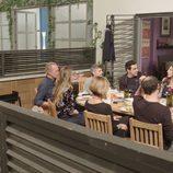 Bertín Osborne come en Montepinar junto a los actores de 'La que se avecina' en un programa de 'Mi casa es la tuya'