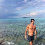 Jorge Brazalez ('MasterChef 5') posa desnudo en la playa