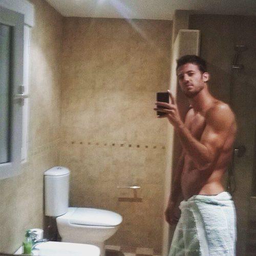 Jorge Brazalez ('MasterChef 5') se desnuda en baño