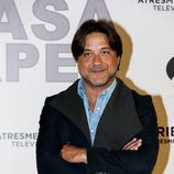 Enrique Arce posa en la presentación de 'La Casa de Papel'