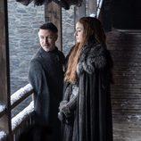 Sansa y Meñique en la temporada 7 de 'Juego de Tronos'