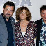 Jesús Colmenar, Álex Pina y Sonia Martínez posan en la presentación de 'La Casa de Papel'