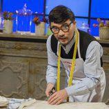 Odkhuu, aspirante a 'MasterChef 5', posa mientras elabora su plato