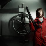 Úrsula Corberó posa con un fusil en las fotos promocionales de 'La Casa de Papel'