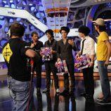Los Jonas Brothers con los muñecos de Trancas y Barrancas