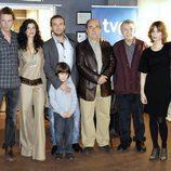Foto del elenco en la presentación de la serie 'Guante blanco'