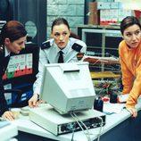 Laura Pamplona, Lola Dueñas y Ana Fernández, en 'Policías, en el corazón de la calle'